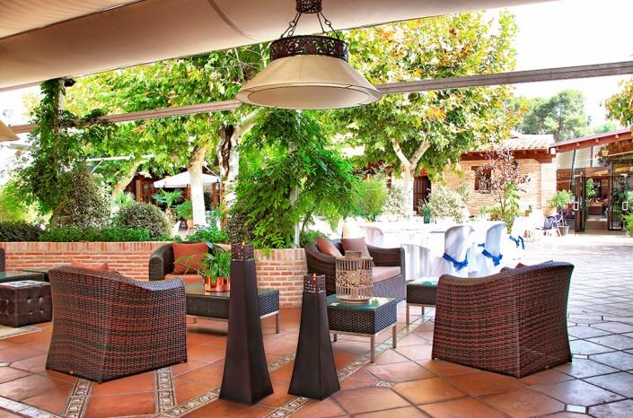 Restaurante con jardín en Toledo. Venta de Aires