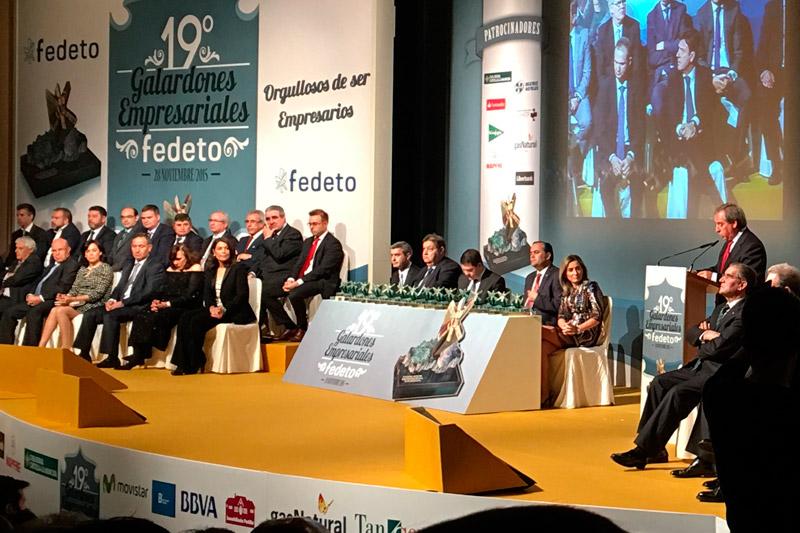 Angel Nicolás entrega premio empresa del año a Venta de Aires Toledo. Restaurante