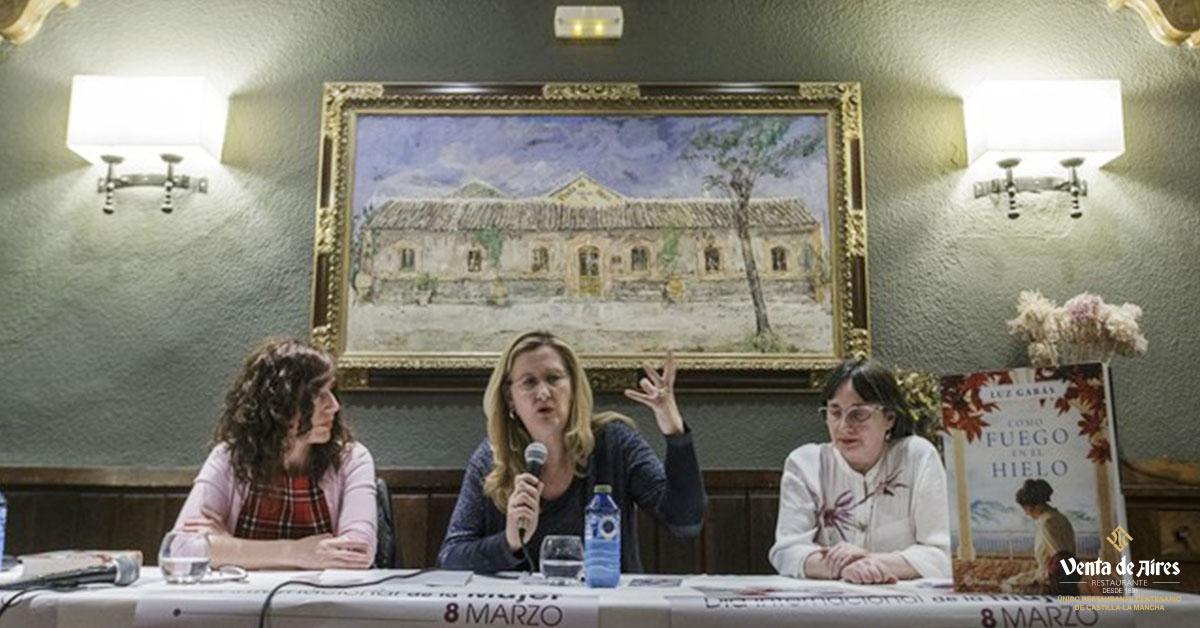Luz Gabás presenta su última novela en Venta de Aires