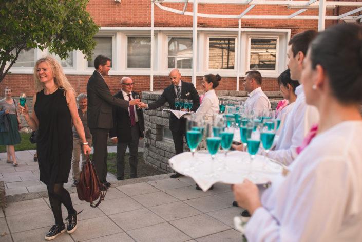Catering de bienvenida al aire libre en el Instituto Eduardo Torroja