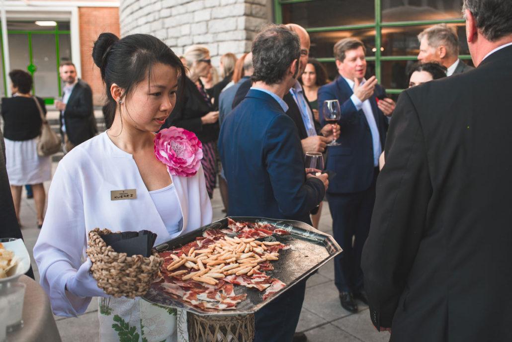 Bandeja de jamón en el catering al aire libre