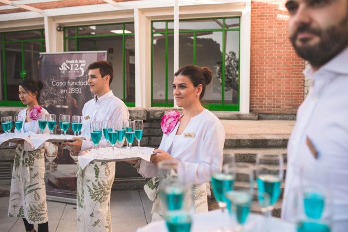 Copa de bienvenida en el catering al aire libre