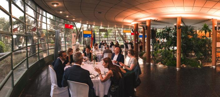 Comensales en la cena de catering del Instituto Eduardo Torroja
