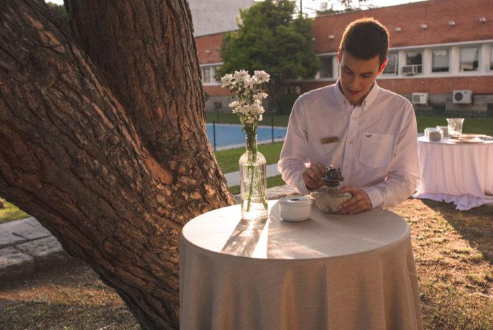 Preparativos del catering de bienvenida en la cena de empresa del CSIC