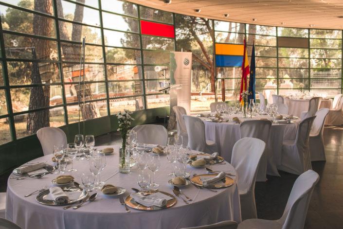 Mesas en el catering del salón del Instituto Eduardo Torroja