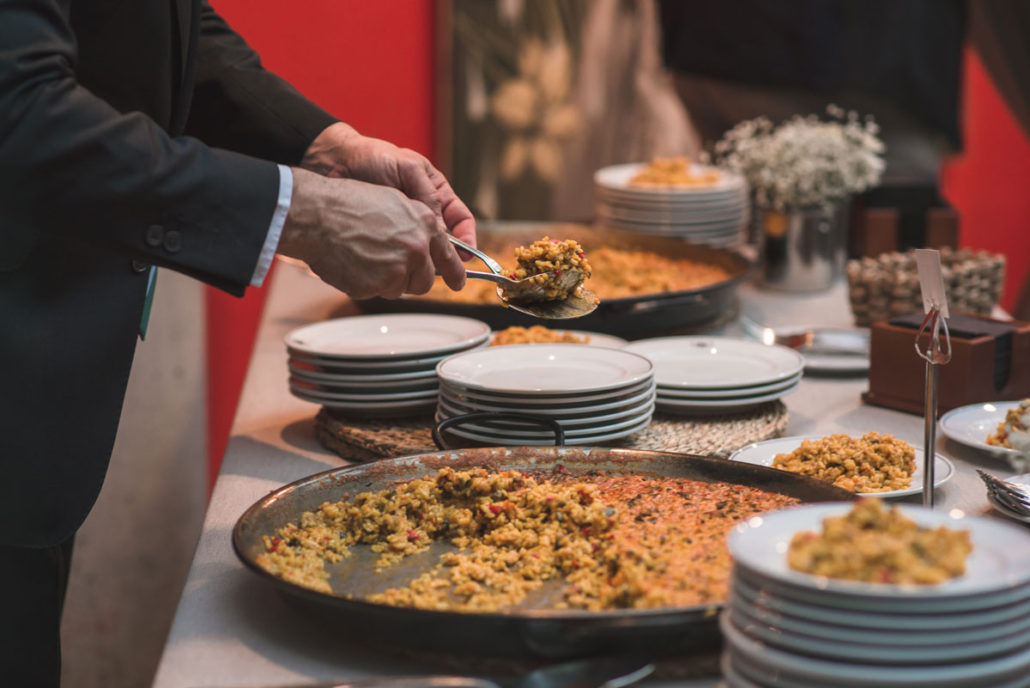Rincón de arroces en el catering de bienvenida en el Jardín Botánico