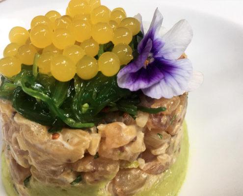 Tartar de corvina con cilantro y aroma de cítricos